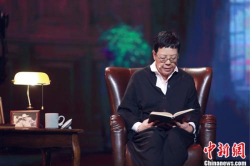 """《朗读者》袁泉""""梦回梨园""""曝11岁独自离家求学过往"""