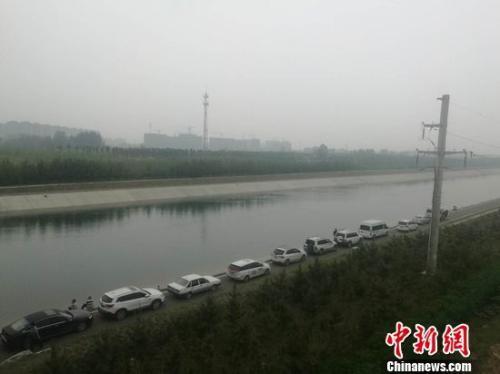 图为5月11日下午,郑州水上救援队打捞空姐遇害案嫌疑犯现场。刘鹏摄