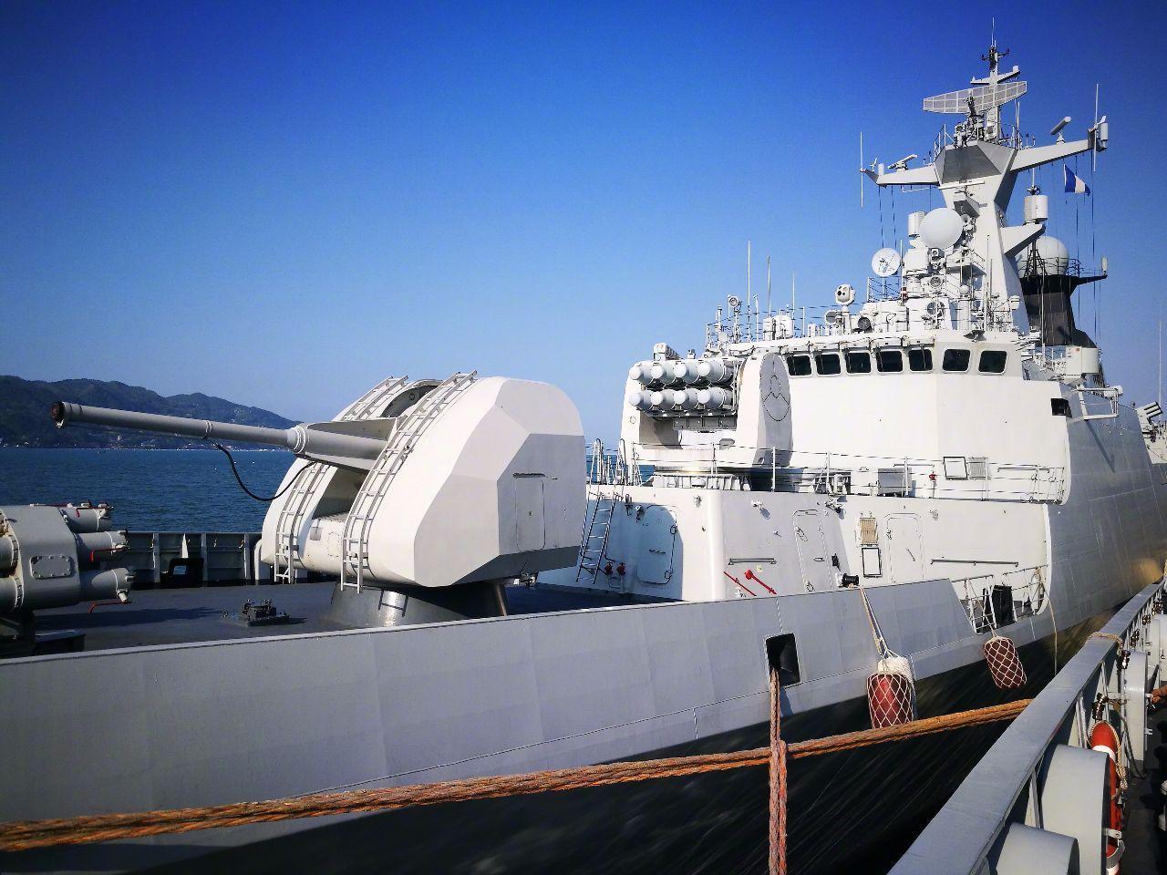 为何我国军舰的舰体表面有凹凸不平?是舰艇质量问题么?