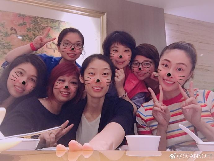 女排3大名将聚餐!朱婷徐云丽聚首 亲友欢迎队长回国