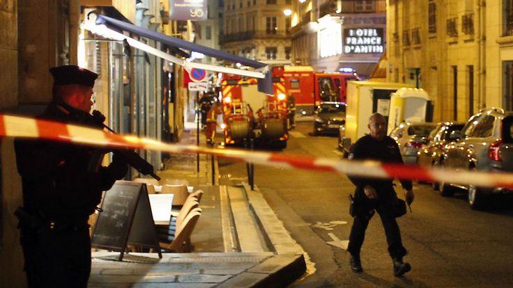 外媒:巴黎市中心持刀恐袭男子来自车臣