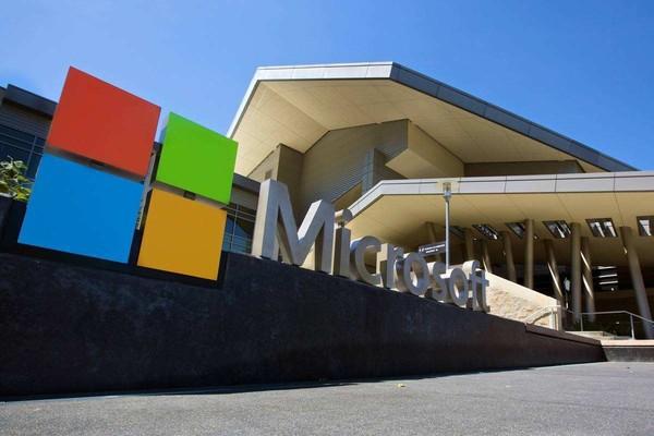 微软折叠屏手机专利曝光 怎么有点眼熟