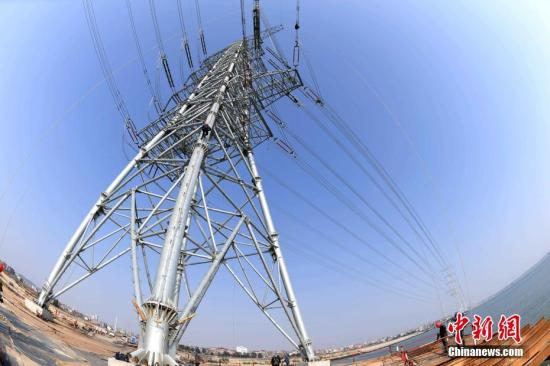 资料图:输电网。王东明 摄