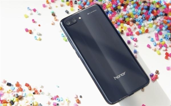 荣耀10在伦敦发布:麒麟970+128GB存储 3400元
