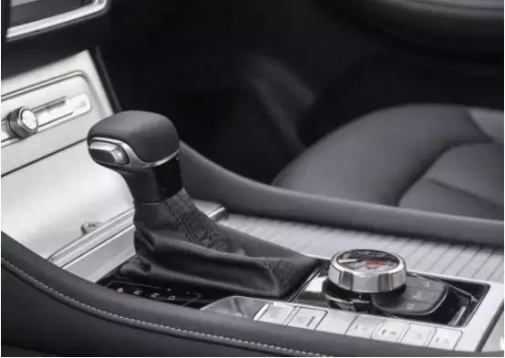 荣威RX8价格终于来了!售16.88万起,这样的价格您可满意?