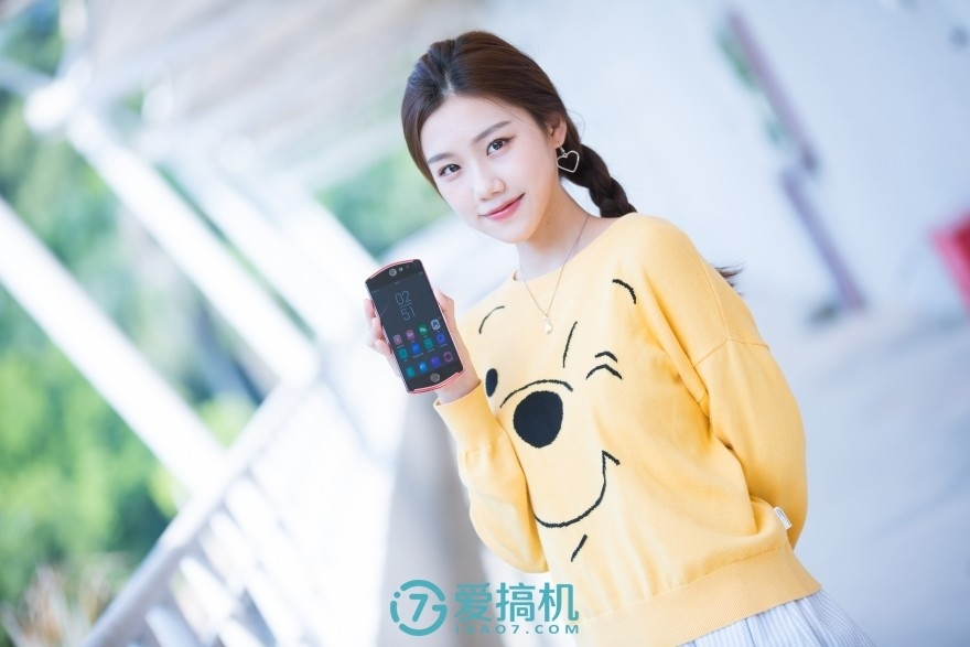 美图T9 5月22日发布,拍照支持AI瘦身