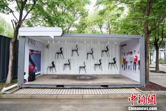 """各种创意展品亮相首届""""世界创新创业博览会""""。 周游 摄"""
