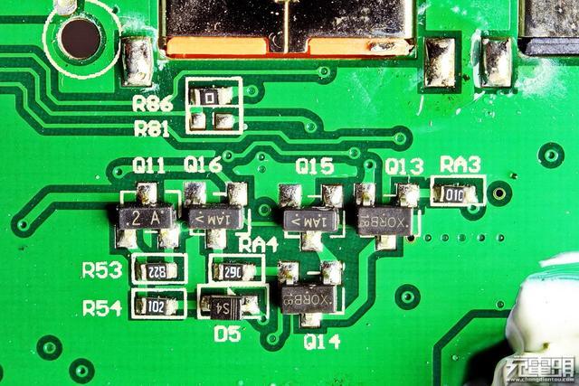 iWALK F20P (20000mAh) PD快充移动电源拆解评测
