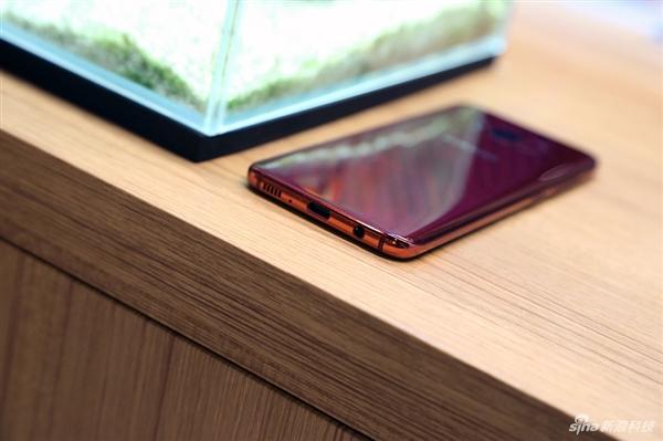 三星Galaxy S轻奢版图赏:5.8寸曲面屏单手操作无压力