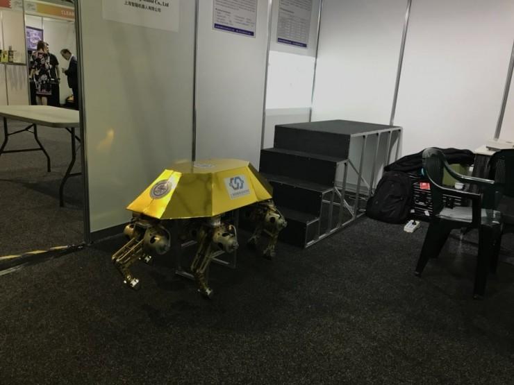 知名明星公司Rethink Robotics带着他们的Sawyer智能协作机器人也来到了展会现场