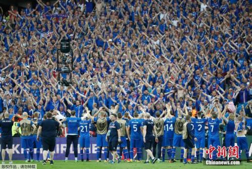 """冰岛队的""""维京战吼""""举世闻名。"""