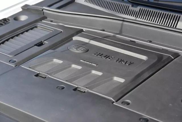 真的很用心!一汽奔腾SENIA R9上市,售:8.39—12.59万元