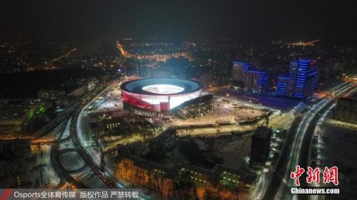 在承办世界杯比赛的所有俄罗斯城市中,叶卡捷琳堡是最靠东的一个,与莫斯科和圣彼得堡的距离分别为大约1800公里和2300公里。