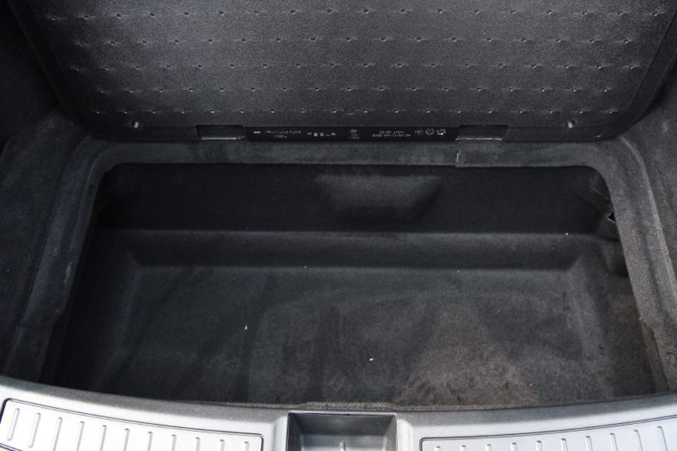 特斯拉后备箱下方储物格-1920.jpg