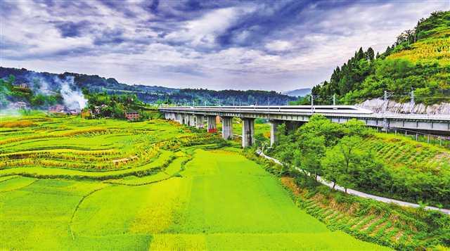 重庆全力构建快旅慢游交通体系