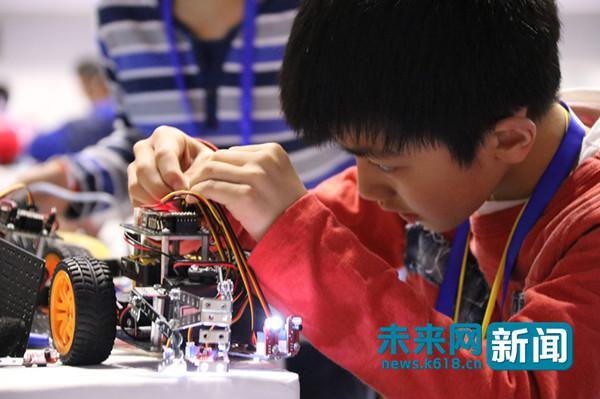 机器人产业化搭上人工智能