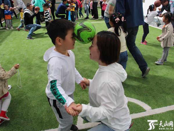 【民族团结一家亲】亲子运动会上的爱与团结