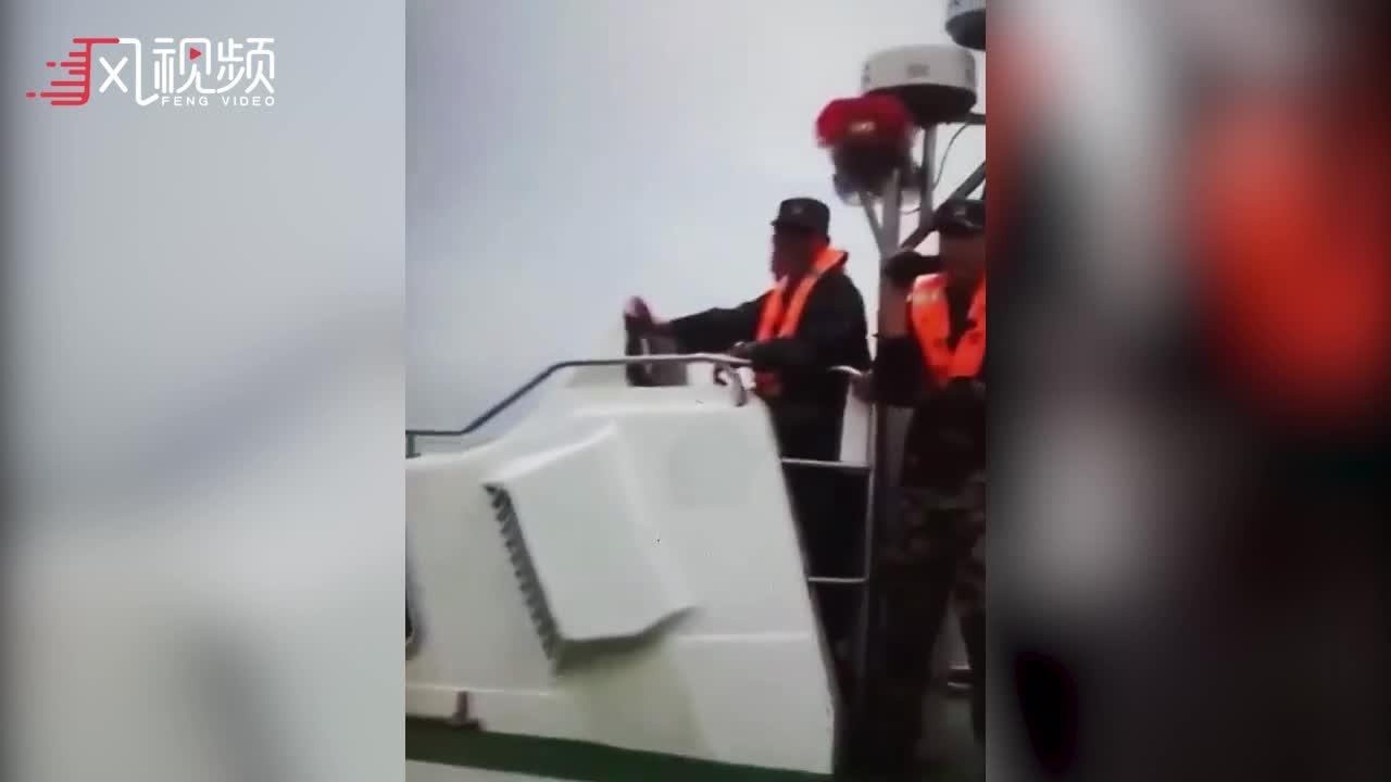 实拍大陆海警在金门外海拦截台军补给船:身份证查下