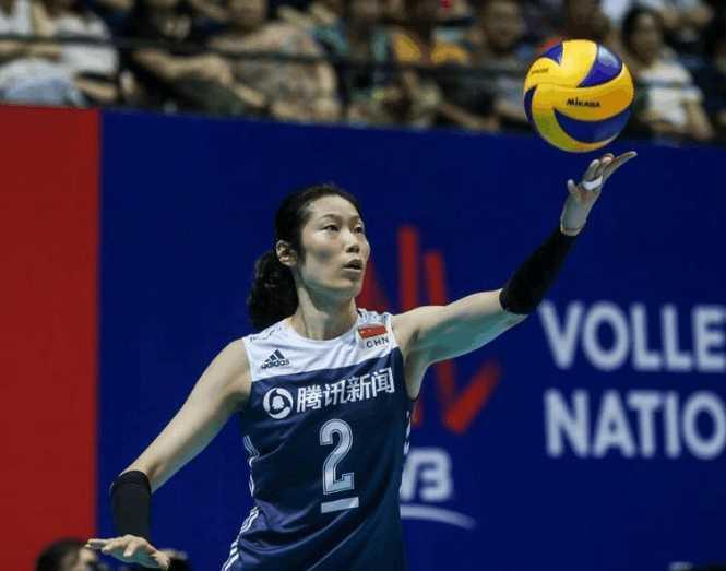 惨遭三连败!第三局成中国女排唯一亮点,现在的朱婷太像詹姆斯