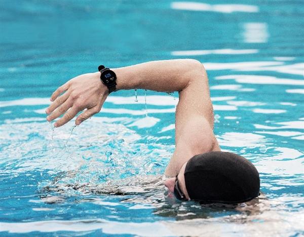 699元起!腾讯全栖运动智能手表P1上线:微信离线支付