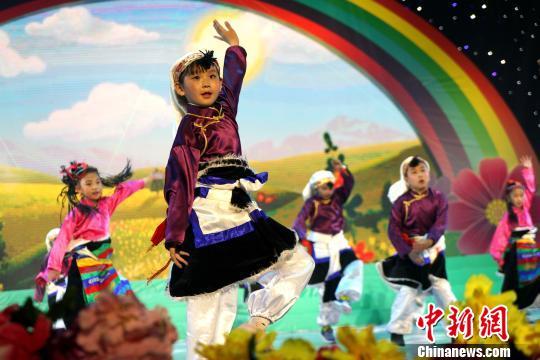 """西藏欢庆""""六一""""国际儿童节掀起民族风"""