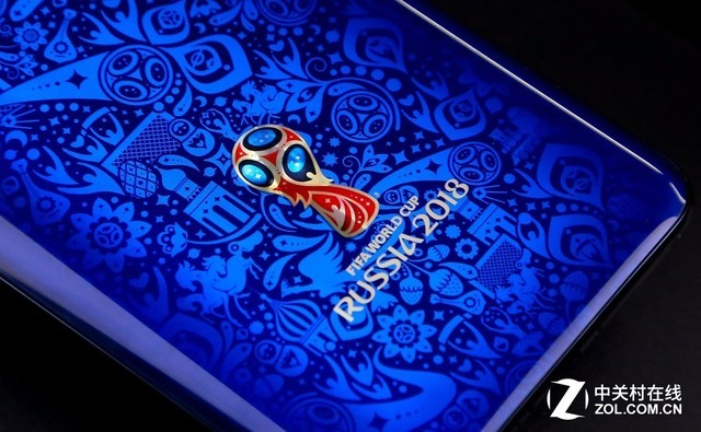 """城市的""""魔法球""""一起构成了vivox212018fifa世界杯非凡版的背面花纹."""