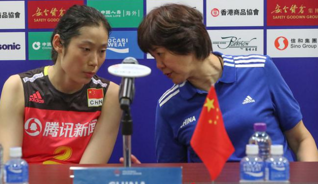 中国队香港站首败获亚军 朱婷因3点被锁死 央视:郎平不该换她!