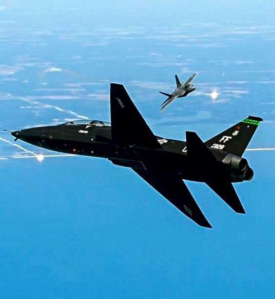 王牌飞行员确实牛,驾驶一架教练机打下12架隐身战机