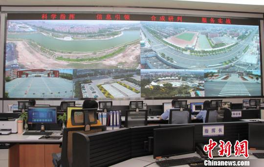 东营市河口分局围绕大数据、人工智能等应用,建立合成作战中心。 赵晓 摄
