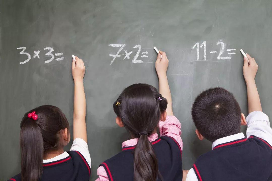 """老师将成绩群发遭家长怒怼,""""一辞了之""""能行吗?"""