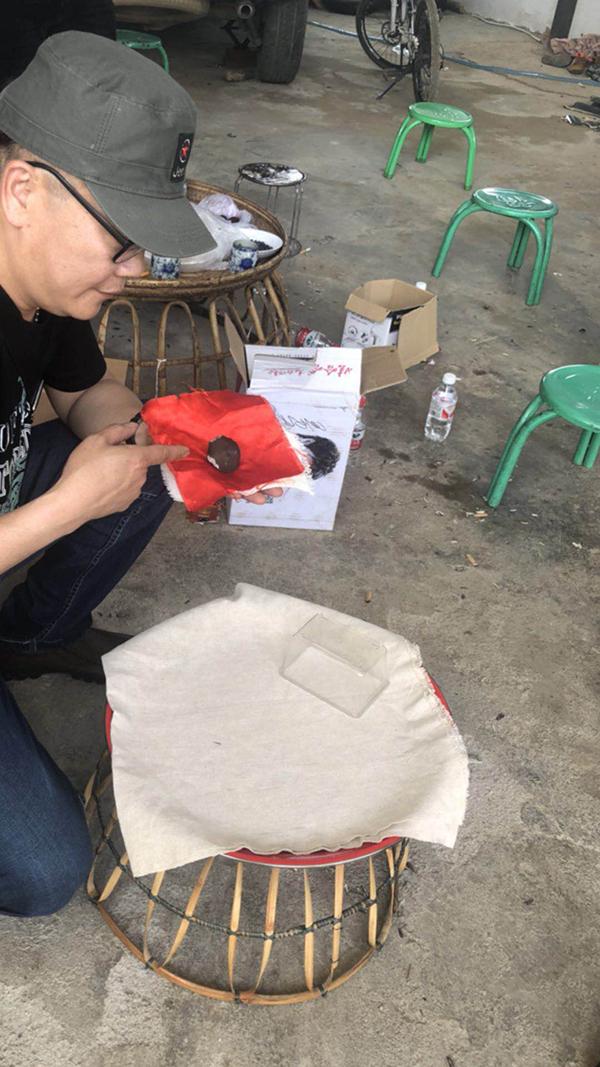 """云南勐海""""找到200多块陨石"""" 现场售价1克超2000"""