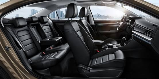 """""""短悬长轴""""设计为用户提供更加宽敞舒适的驾乘空间"""