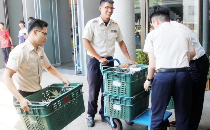 本地滞销!台媒:台东县长在福建搞定500吨菠萝大单