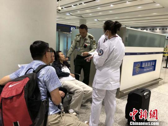 香港旅客昆明机场晕倒 边检及时救助顺利登机返港