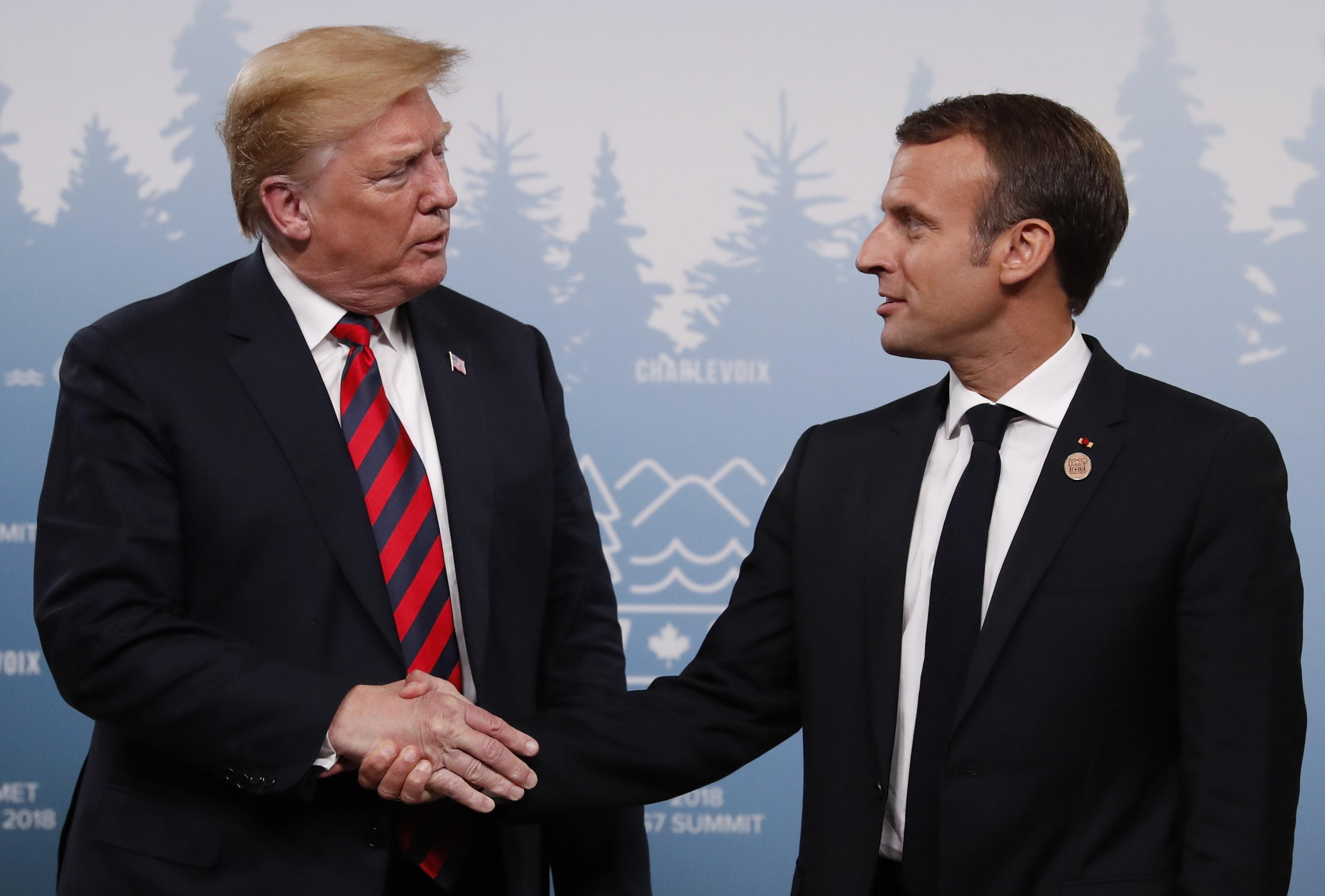 握手较劲 特朗普的手被捏出指印