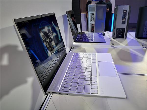 Intel秀28小时超级续航笔记本:屏幕功耗仅1W