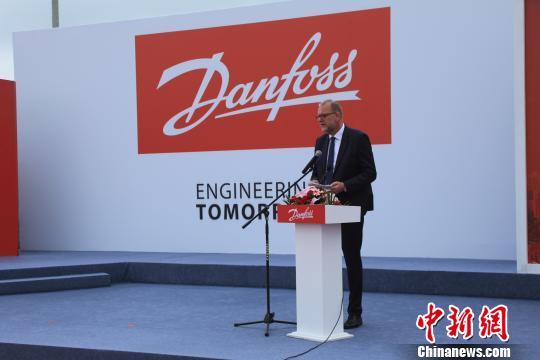 丹麦能源、公共事业和气候部部长Lars Christian Lilleholt在启动仪式上致辞。 沈殿成 摄