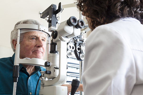 问答 70岁以上黄斑变性超三成如何视力?
