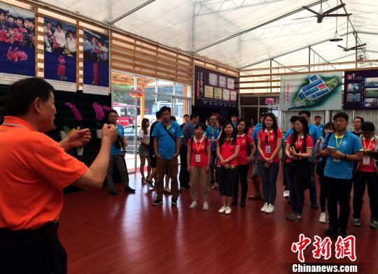 台湾青年参访台企钜宝生物科技。 何凌霄 摄