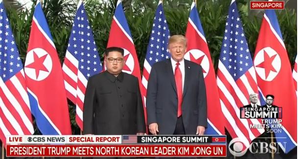历史性时刻!特朗普与金正恩首次会面握手