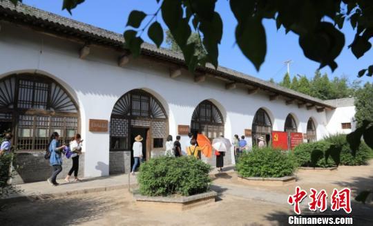近年来,兴县围绕红色旅游开发,重点打造一批集红色文化与自然风光于一体的旅游景点,形成了红色旅游与乡村旅游协同发展的格局。 白旭平 摄