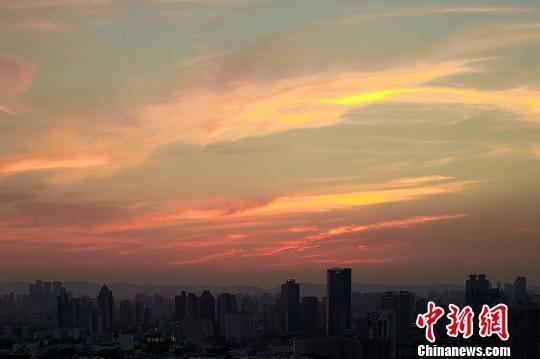 高温南京迎晚霞