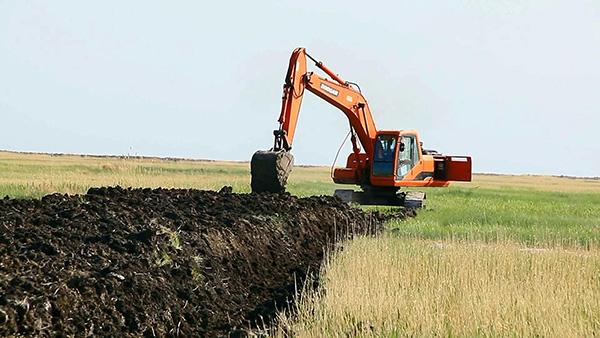 """黑龙江扎龙保护区回应""""湿地违法挖沟""""举报:进一"""