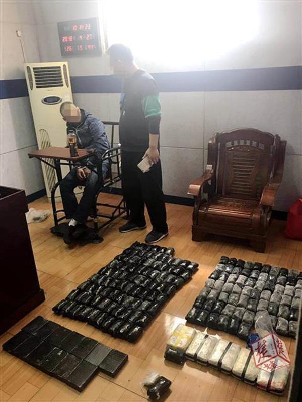 武汉警方破跨境大案缴毒65公斤,毒贩被查时小孩游乐园设备从11楼扔冰毒
