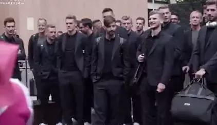 德国队带700公斤香肠进击世界杯 英格兰人竟带…