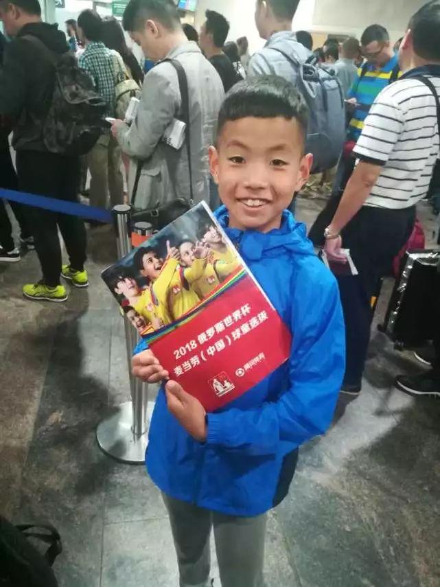 揭幕战必须知道的七件事:中国9岁小球王当球童 比赛用球上过天