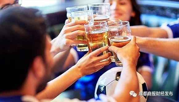 啤酒狂喝夜照熬 国足是谁不知道