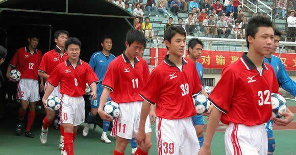 霸气,上港球迷发出怒吼:夺冠才能让亚洲所有球队都闭嘴!