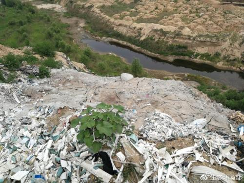 大沙河定州段因偷排废水在河道内形成污水坑