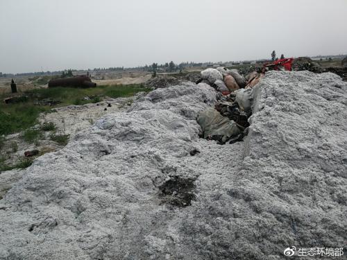 大沙河定州段河堤堆满工业废渣